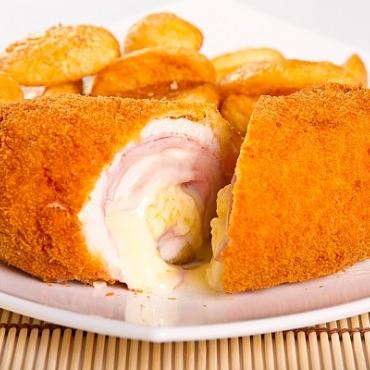 Cordon Bleu de pui si cartofi cu rozmarin
