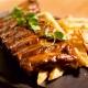 Coaste de porc barbeque cu cartofi wedges