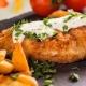 Snitel Prahovean cu sos ciuperci si cartofi rustici